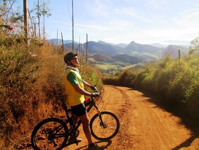 Passeio de bike no Caminho da Luz