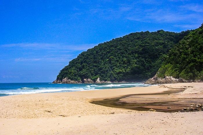 Praia Deserta Brava em São Sebastiao