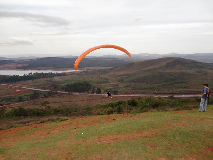 Decolando de Parapente na Serra da Moeda Minas Gerais