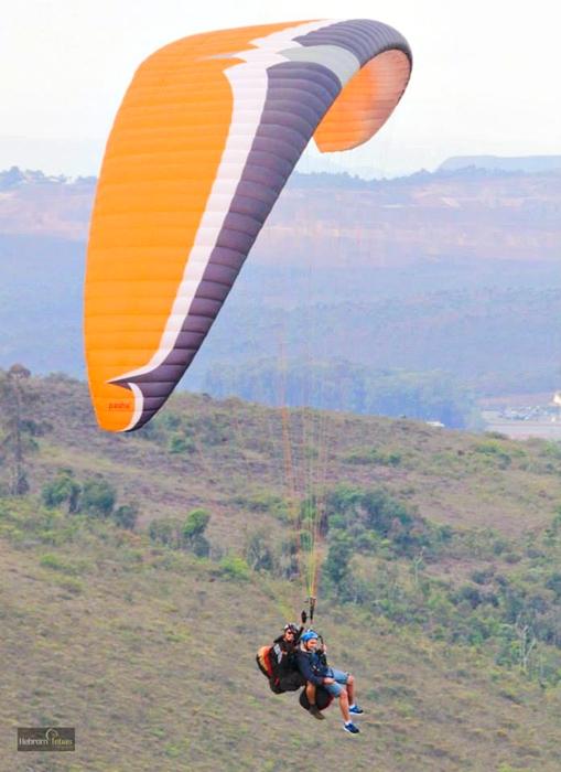 Andre Voando de Parapente em Minas