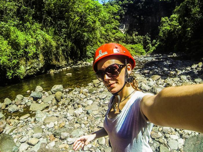 Anna na Trilha do rio do boi em Aparados da Serra