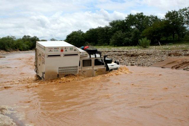 Travessia de rio na Namibia